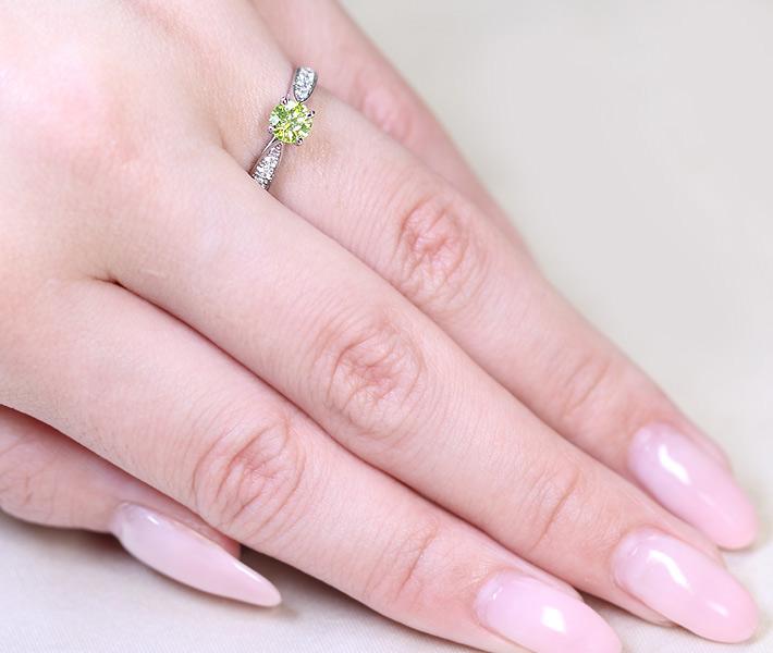 【抽選販売】【ハンドメイド】PT950 0.433ct FANCY VIVID YELLOW GREEN SI-2 ダイヤモンド リング 0.233ct ダイヤモンド ※中央宝石研究所ソーティングシート付き