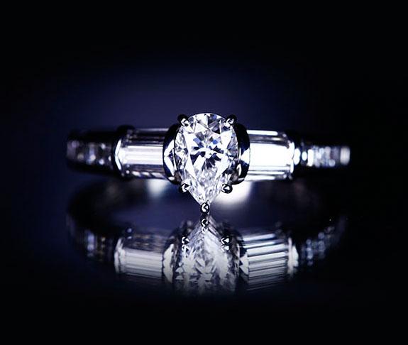PT900 ペアシェイプダイヤモンド 0.554ctct ダイヤモンド Total0.94ct リング モニッケンダム