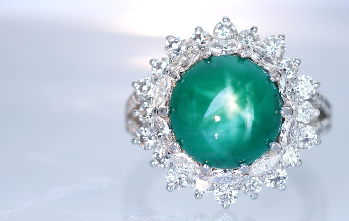 数億個にひとつの希少な宝石。スターエメラルド 7.44ct
